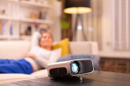 """Este proyector """"inteligente"""" low cost de Philips está rebajadísimo en Lidl: monta un cine en casa por solo 249 euros"""