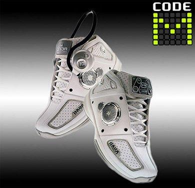 Code M, zapatillas de deporte con MP3