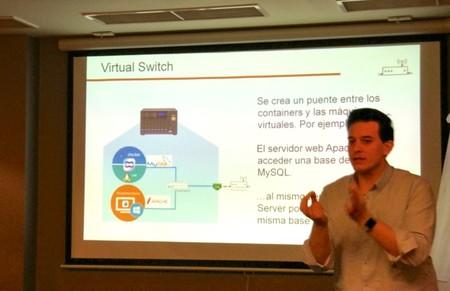 Pedro Barranquero explicándonos la funcionalidad de Virtual Switch