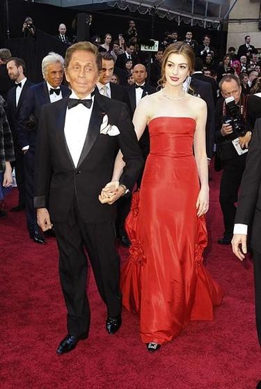 Los diferentes vestidos de Anne Hathaway durante la ceremonia de los Oscar