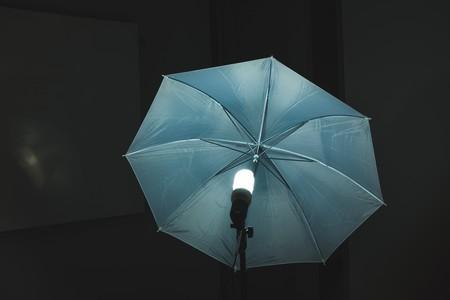 Una sola gota de agua puede producir 140 voltios y encender 100 bombillas LED gracias a este nuevo sistema de generación hongkonés