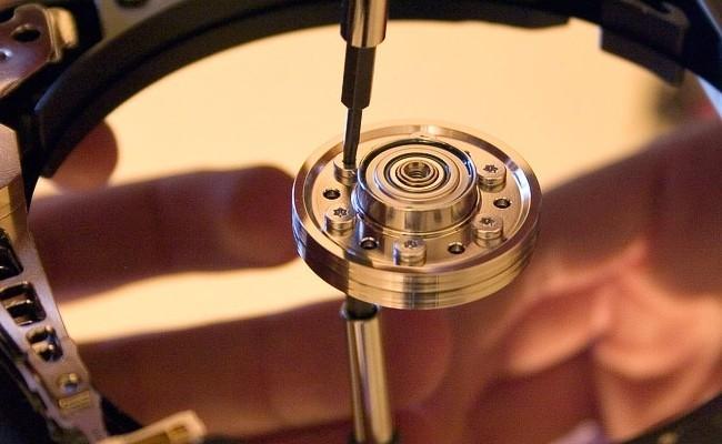 El futuro de los discos duros, cambiar los imanes por láseres