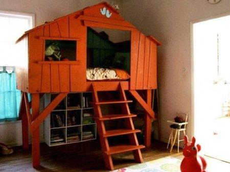 La casa del árbol convertida en cama infantil