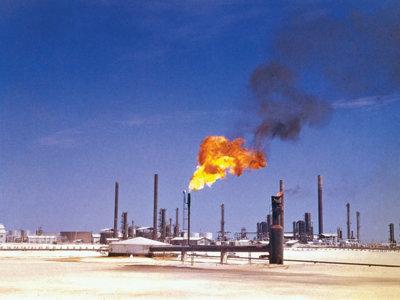A costa del déficit, Arabia Saudita hace pedazos a la competencia y toma ventaja en la guerra del petróleo
