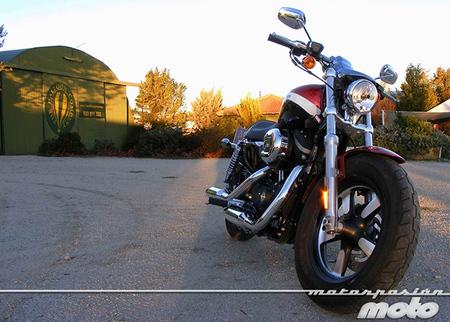 Motorpasión a dos ruedas: Harley-Davidson XL1200CA (prueba), Ducati Hypermotard 2013 o el robo a Marc Márquez