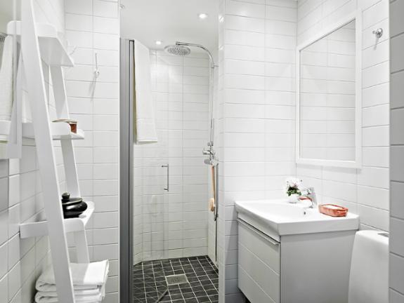 Un baño nórdico muy luminoso