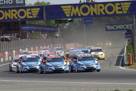Robert Huff y Gabriele Tarquini se llevan las victorias en Zolder