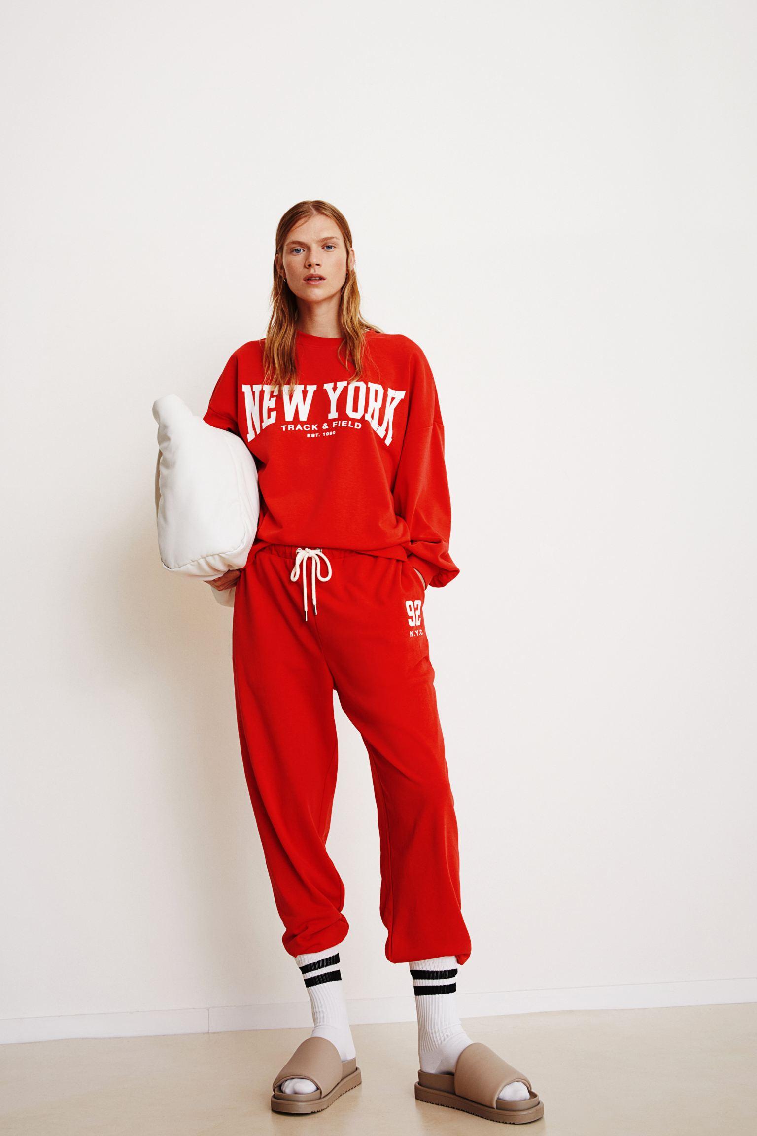Sudadera roja de NYC
