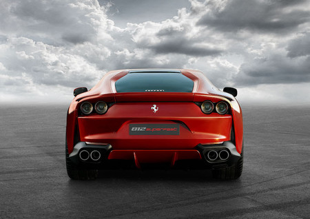 Ferrari 812 Superfast 4