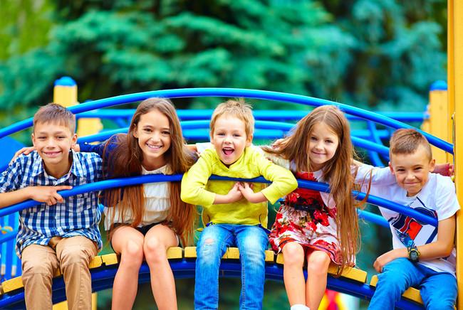 Vacaciones en familia: los 19 mejores parques temáticos en España para ir con niños