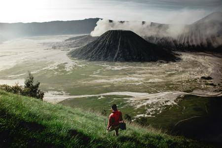 800 kilómetros caminando hacia atrás: la denuncia de un activista contra la deforestación en Indonesia