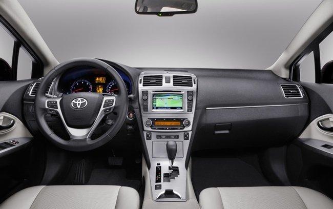 Toyota-Avensis-2012-interior-03