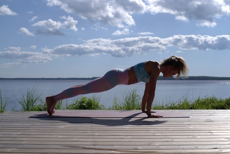 chaturanga-plancha-yoga-core