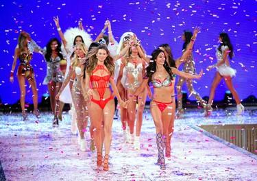 Avistamiento de ángeles por las calles de Nueva York. El show de Victoria's Secret 2015 al completo
