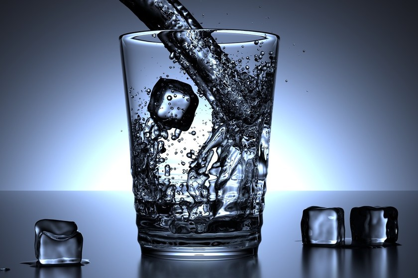No, el agua fría no engorda aunque te lo digan en la televisión
