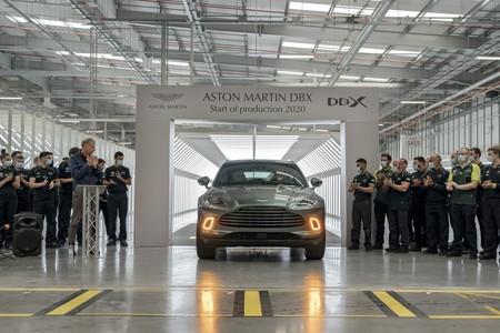 El primer Aston Martin DBX ya ha salido de fábrica, confirmando la rendición de Gaydon a la fiebre SUV
