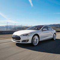 Los Tesla Model S nos sorprenden de nuevo: pueden comportarse (casi) como una lancha