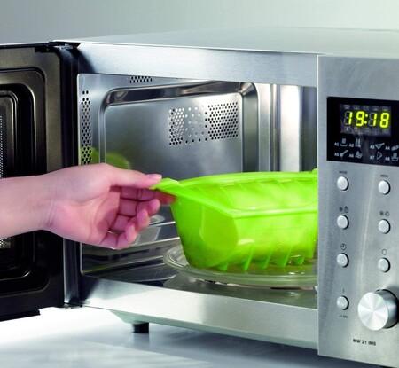 No solo de Lékué: nueve utensilios con los que aprovechar al máximo tu microondas por menos de 20 euros