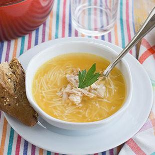 Receta de sopa de pollo casera, un nutritivo plato tradicional para repetir todo el año