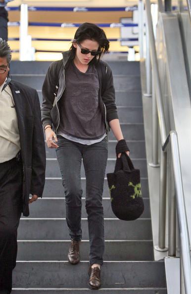 Foto de Kristen Stewart, el estilo de una vampiresa de Crepúsculo: ¿estilo de calle o sobre la alfombra roja? (17/23)