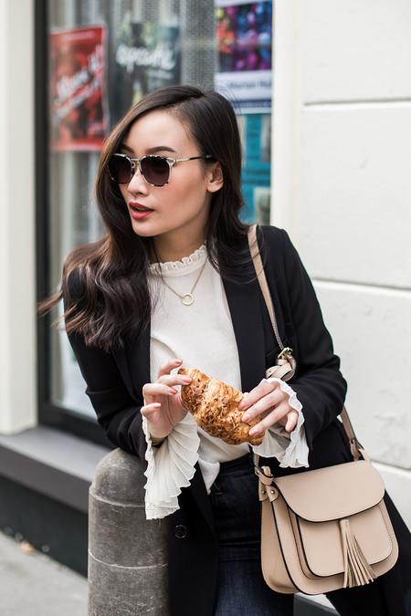 Las bell sleeves o mangas con volantes son lo más de la temporada ¡Inspírate con estos looks!