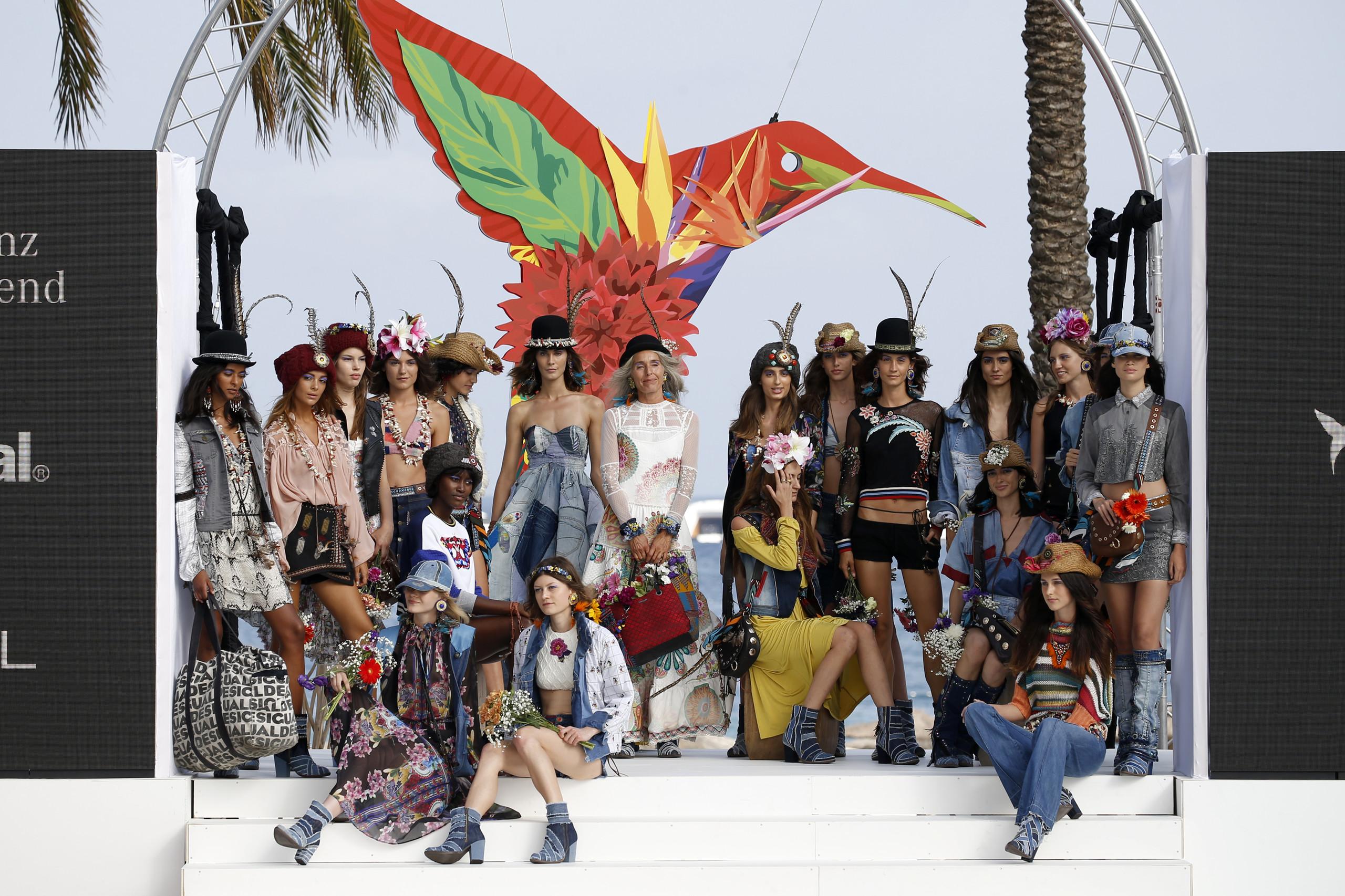 Foto de Desigual ha sido la firma encargada de inaugurar la primera edición de la pasarela Mercedes-Benz Fashion Week Ibiza (1/24)