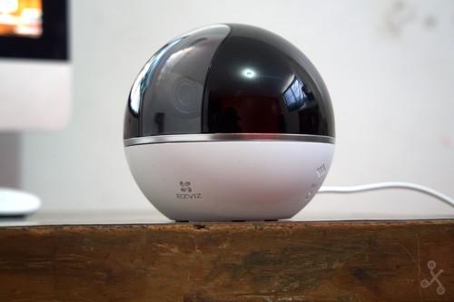 EZVIZ Mini 360 Plus, análisis: una cámara inteligente que sigue tus movimientos y puede grabarlos en la nube