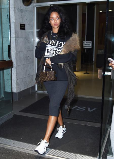 Rihanna Deportivas Look