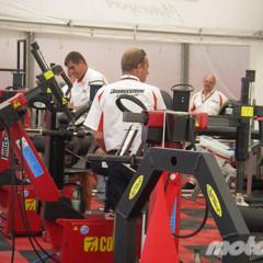 Foto 9 de 18 de la galería de-paseo-por-el-paddock-del-circuit en Motorpasion Moto