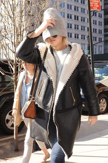 ¡Jennifer Lawrence se esconde tras un gorro en las calles de Nueva York! La vemos con uno de sus looks más casual