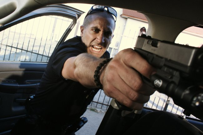 Jake Gyllenhaal en una escena de End of Watch