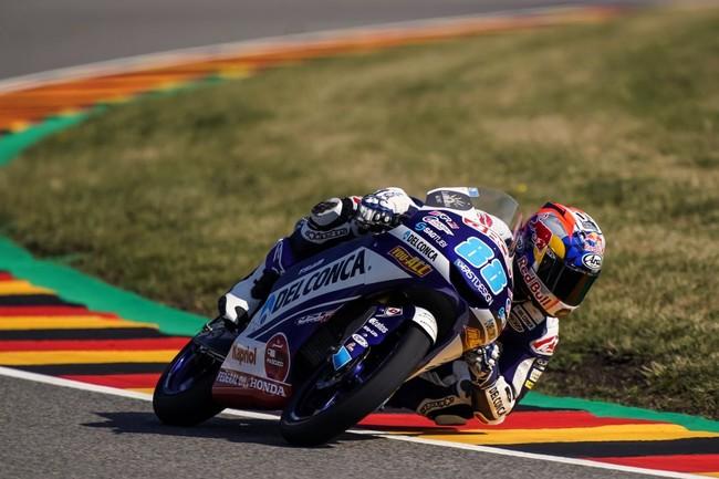 Jorge Martín doblega a Marco Bezzecchi para afianzar el liderato de Moto3 en Alemania