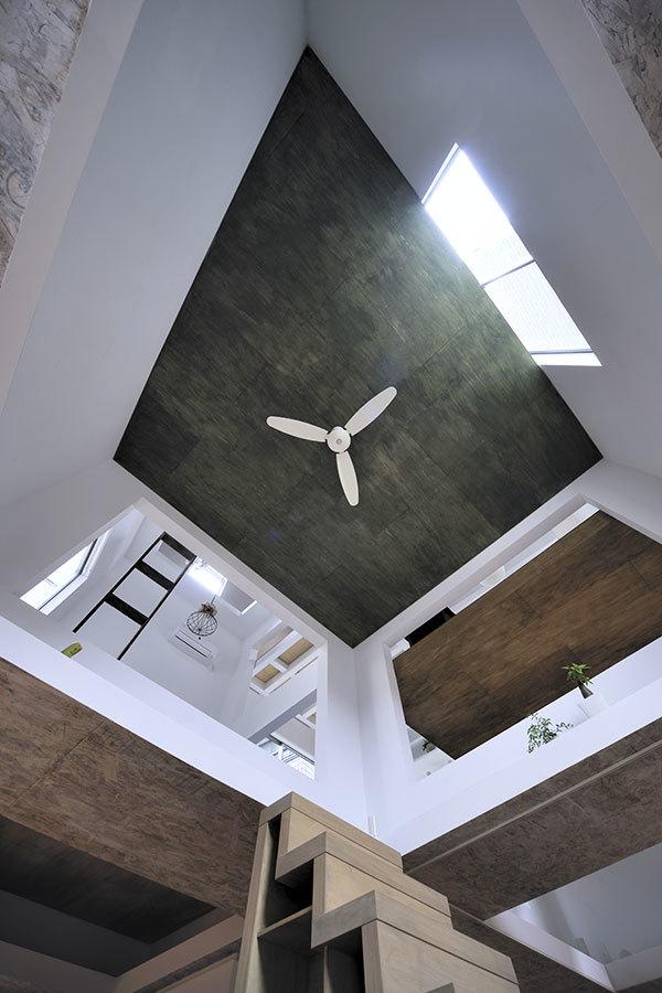 Foto de Casas poco convencionales: viviendo en una estantería gigante (2/14)