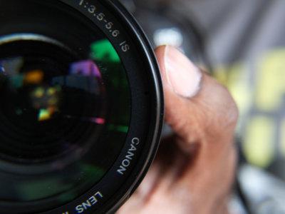 ¿Resisten las lentes clásicas de focal fija frente al auge de los zooms?