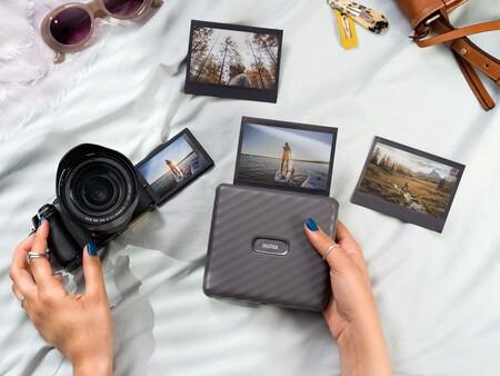 Instax Link Wide: la impresora portátil de Fujifilm ahora permite tener las fotos de nuestro móvil en formato panorámico