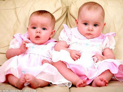 Nacieron el mismo día de la misma madre pero no son mellizas