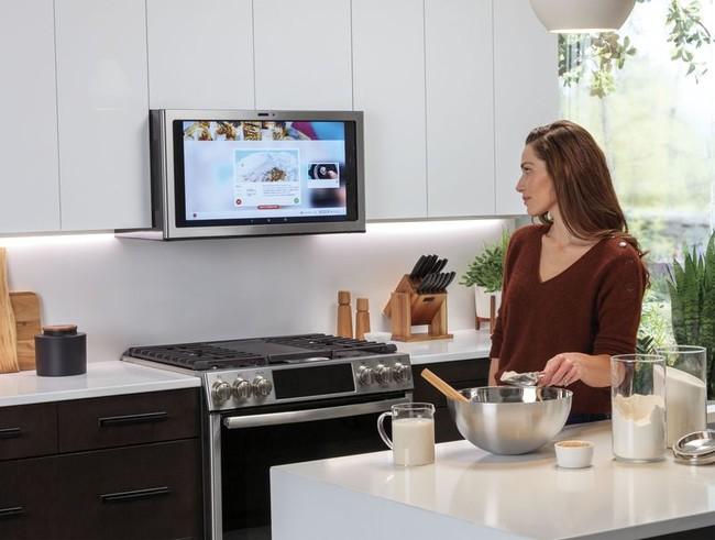 Una pantalla con Netflix, Spotify y una cámara de fotos en la campana extractora de la cocina: la última idea de GE