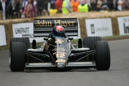 Dolorpasión™: cuando un Lotus 98T de 1986 se la pega en Goodwood