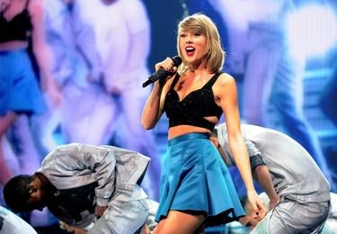 Taylor Swift se sube a las colegas al escenario, y no, no son las del cole