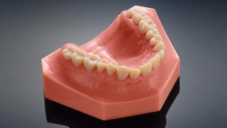 Estas dentaduras tan realistas son obra de las impresoras 3D de Stratasys