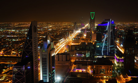 La economía de Arabia Saudí está en problemas. Así que el país está permitiendo ver películas otra vez