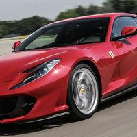 Ferrari está a punto de lanzar la versión convertible del 812 Superfast, con techo duro retráctil y todo