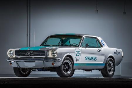 ¿Un Ford Mustang 1965 autónomo? Sí, a Siemens se le ocurrió esta fabulosa idea