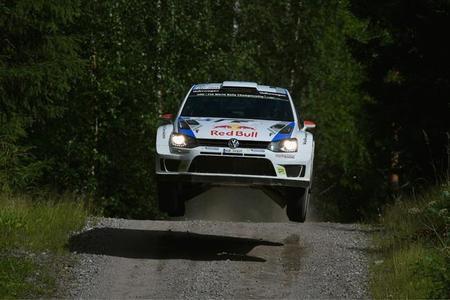 Rally de Finlandia 2014: Kris Meeke se cuela entre los Volkswagen