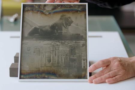 Así preservan más de 170 años de historia fotográfica en el MoMA de Nueva York