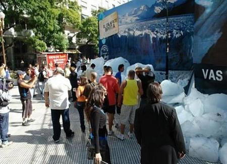 Hielo glaciar en Buenos Aires para publicitar a El Calafate