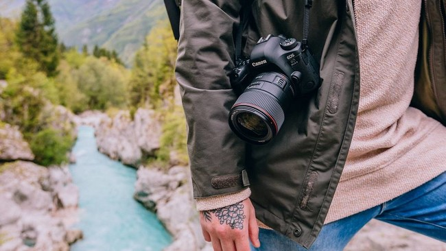 Canon EOS 6D Mark II y EOS 77D, Sony A77 II y más cámaras, objetivos y accesorios en oferta: llega Cazando Gangas