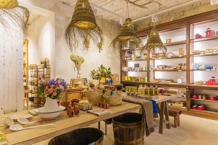 Real Fábrica Española abre tienda en el Barrio de Las Letras. Y vas a querer conocerla sí o sí