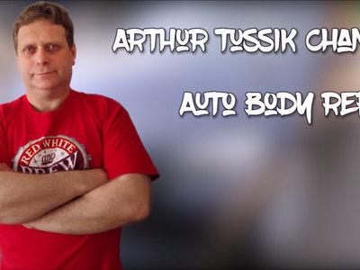 Hay un tipo en Bielorrusia que aún repara los coches a martillazos, y lo graba todo para que lo veas en YouTube