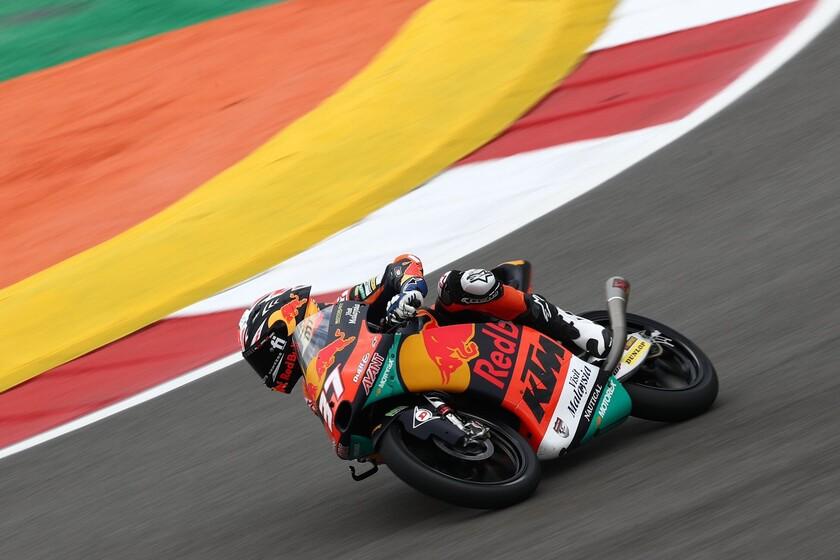 Pedro Acosta se exhibe de nuevo en una última vuelta de infarto y abre hueco en el mundial de Moto3